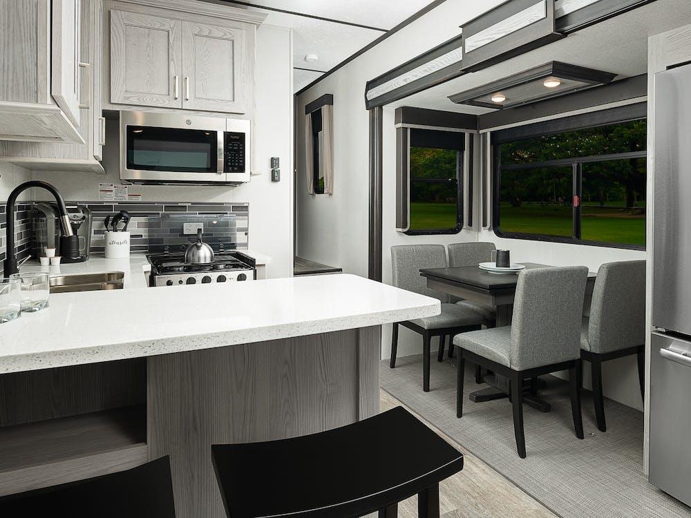 383TH kitchen