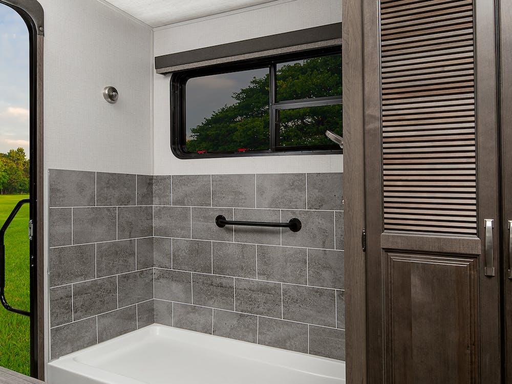 CG357UMR utility shower