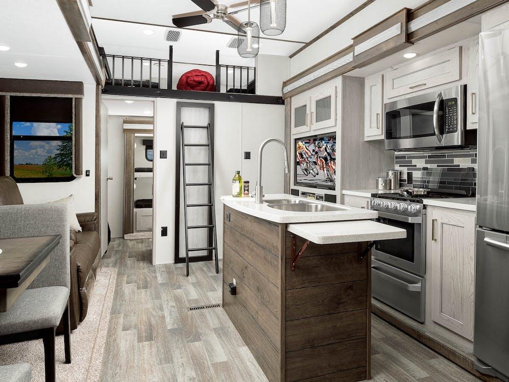 335BH kitchen and loft