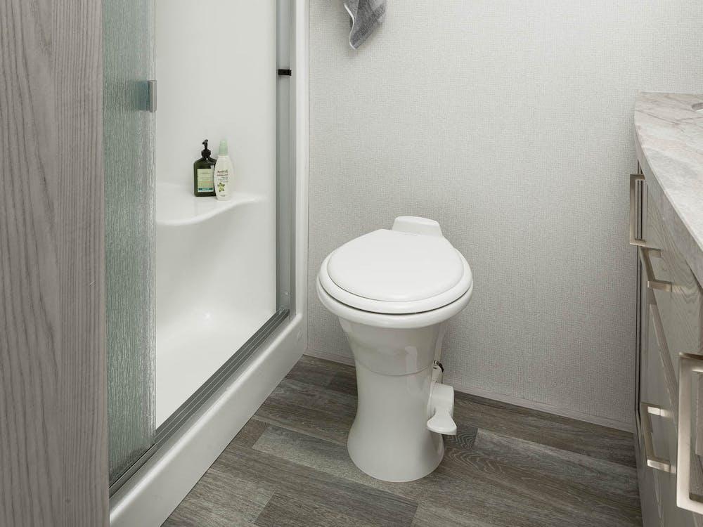 330RL bathroom