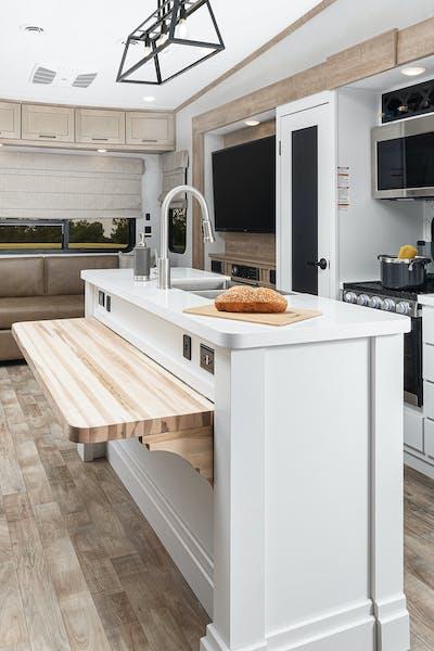 Keystone Arcadia 3660 interior living space