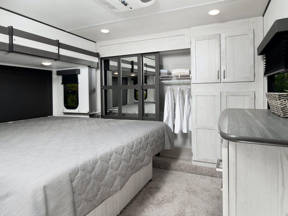 Sprinter 3590LFT bedroom