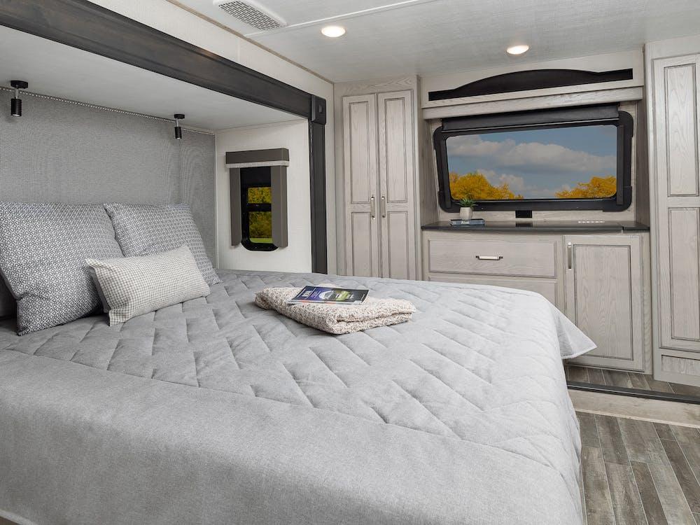 Keystone Alpine 3650 bedroom