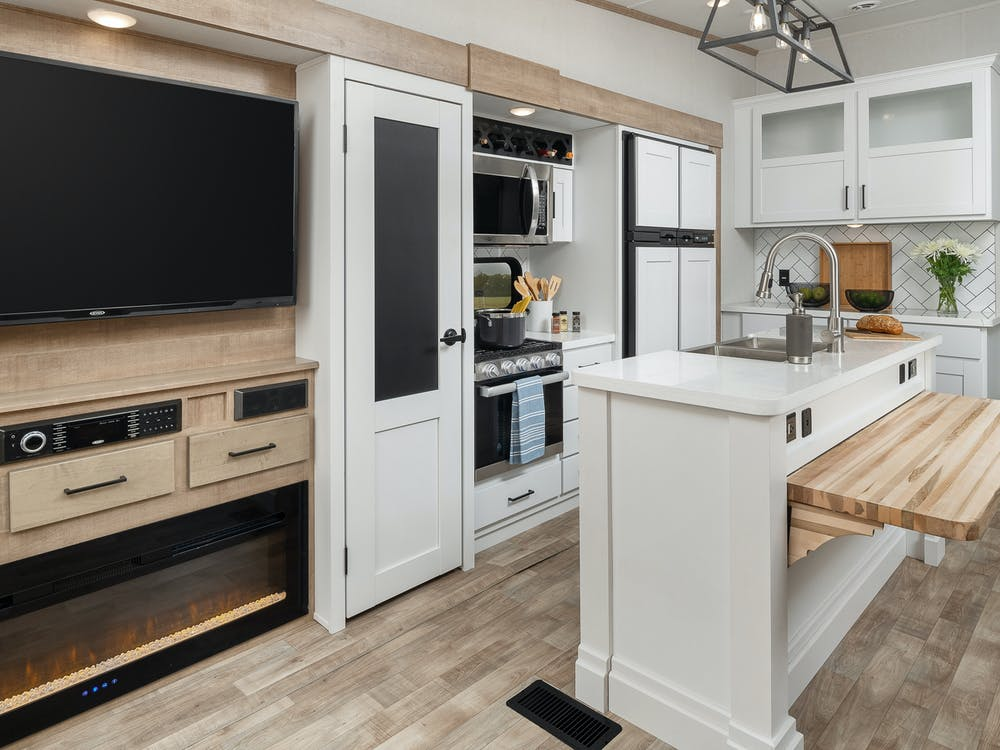 Keystone Arcadia 3660 living area