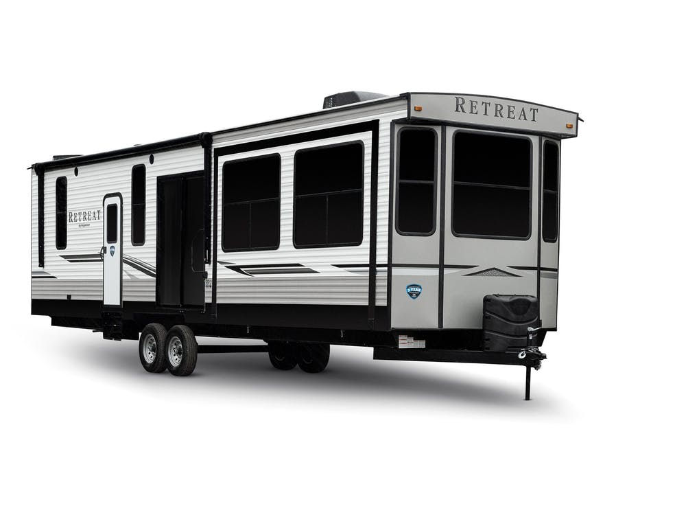 Retreat destination trailer: aluminum