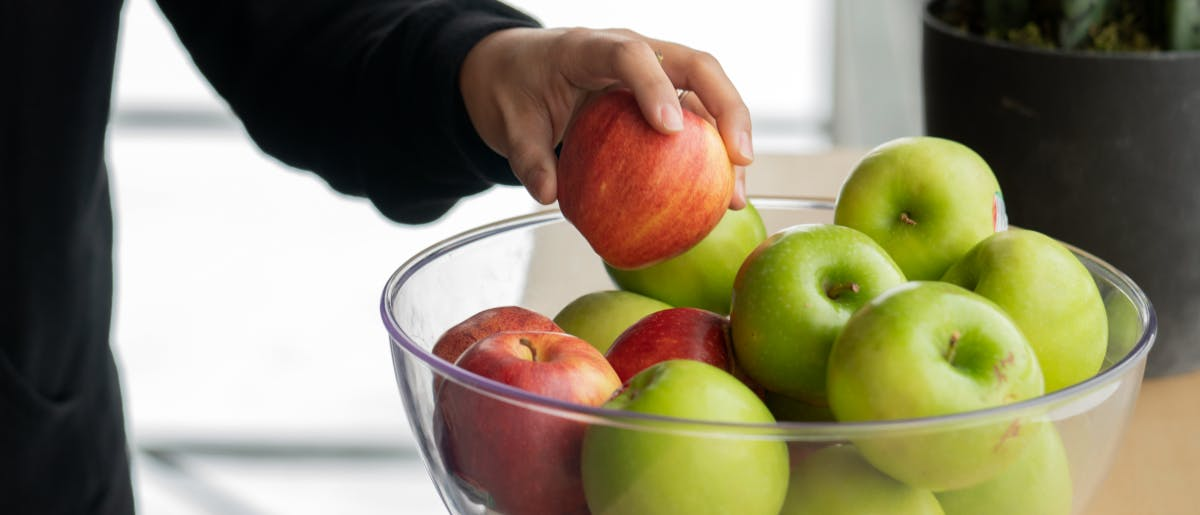 Kickbooster employee grabbing an apple from the kitchen