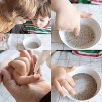 två barn, finger, två och peppar i vit skål