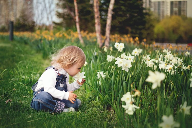 Barn och blomma