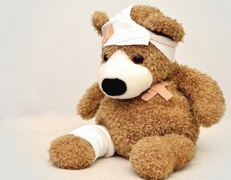 nallebjörn som har plåstrats om
