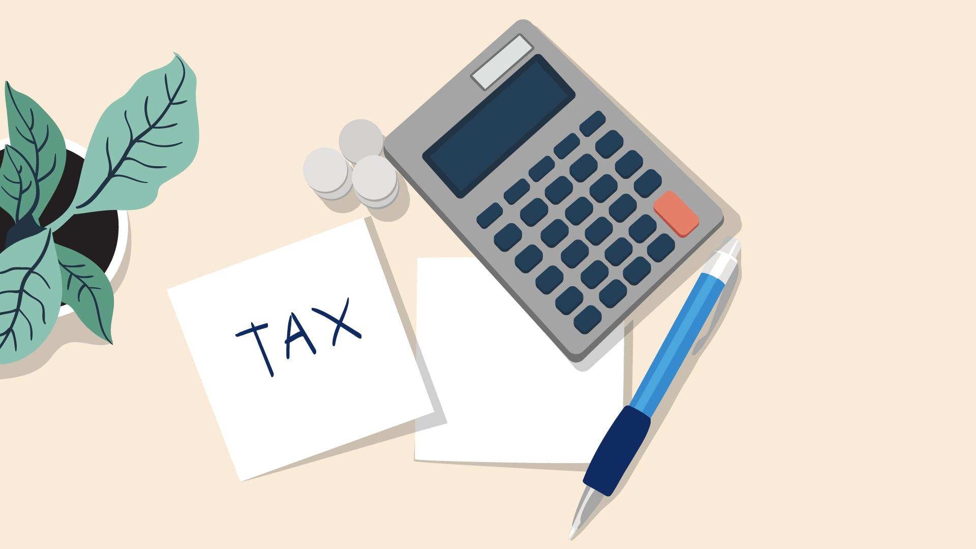 Taschenrechner, Kugelschreiber und weißes Papier zur Visualisierung der Kosten, die du von der Steuer absetzen kannst.