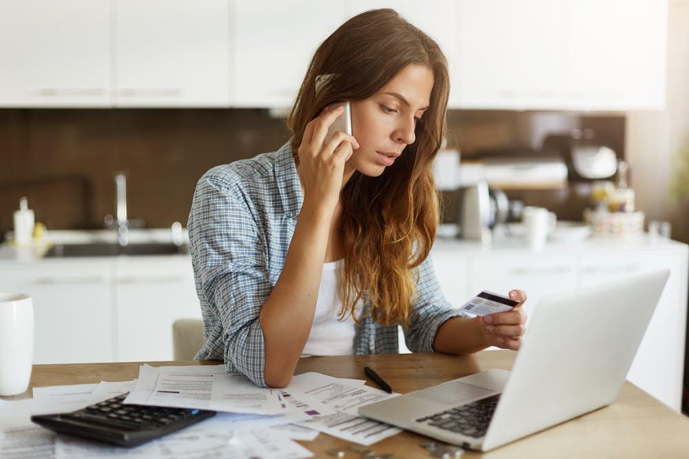 Laskujen maksaminen luottokortilla