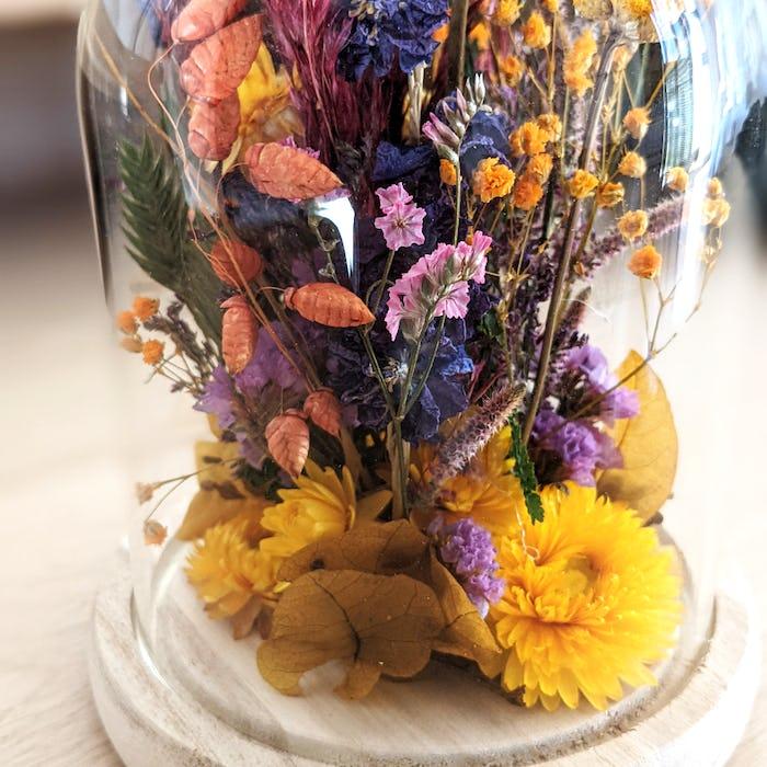 Cloche de fleurs séchées «Rainbow»