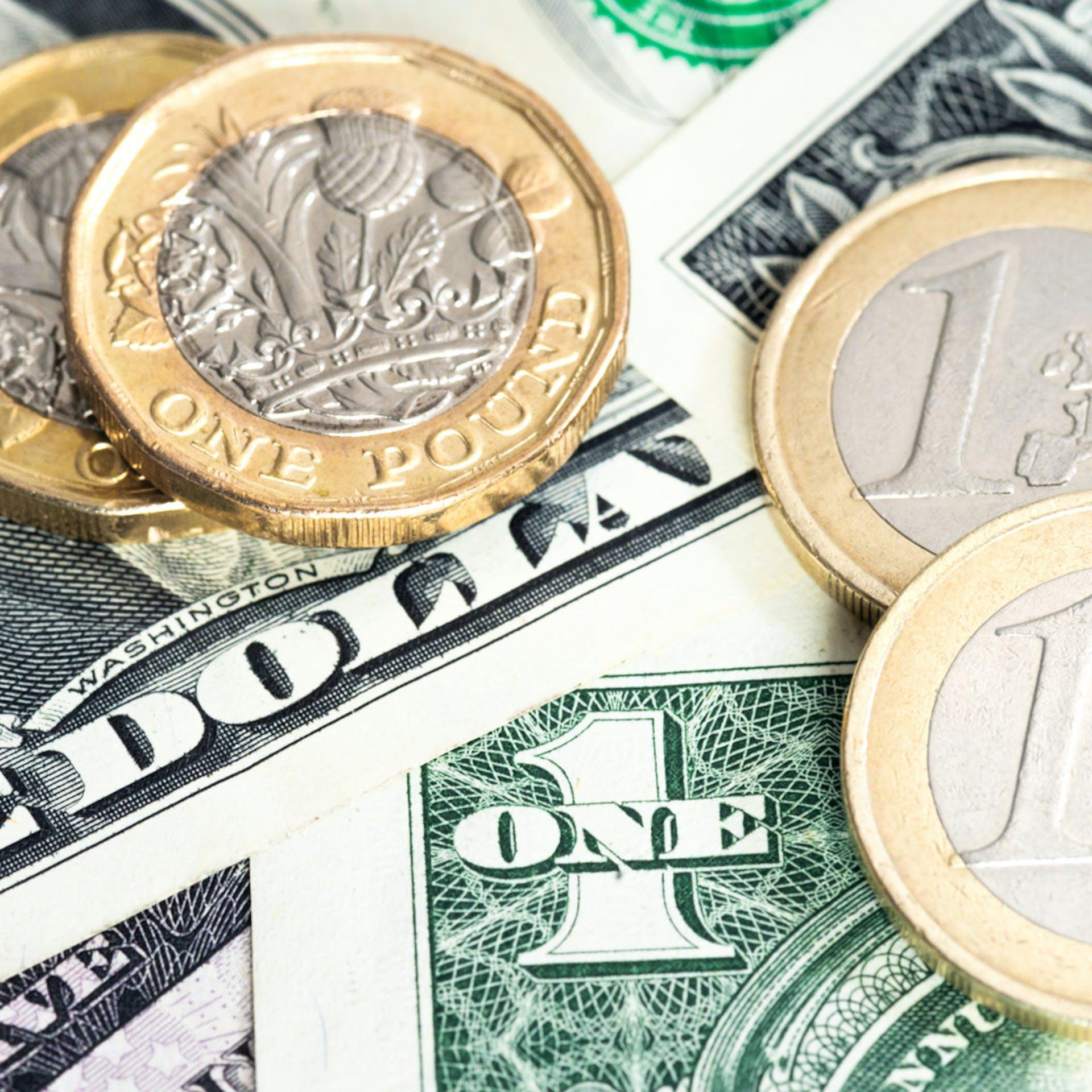 Dollarar og Evrur