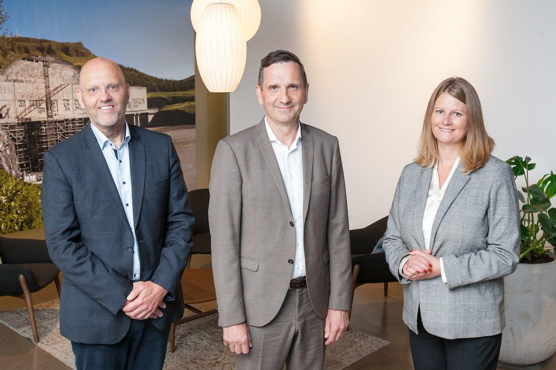 From left: Helgi Helgason, Managing Director of Verne Global hf., Hörður Arnarson, CEO of Landsvirkjun and Tinna Traustadóttir, Excecutive VP of Sales and Services, Landsvirkjun.