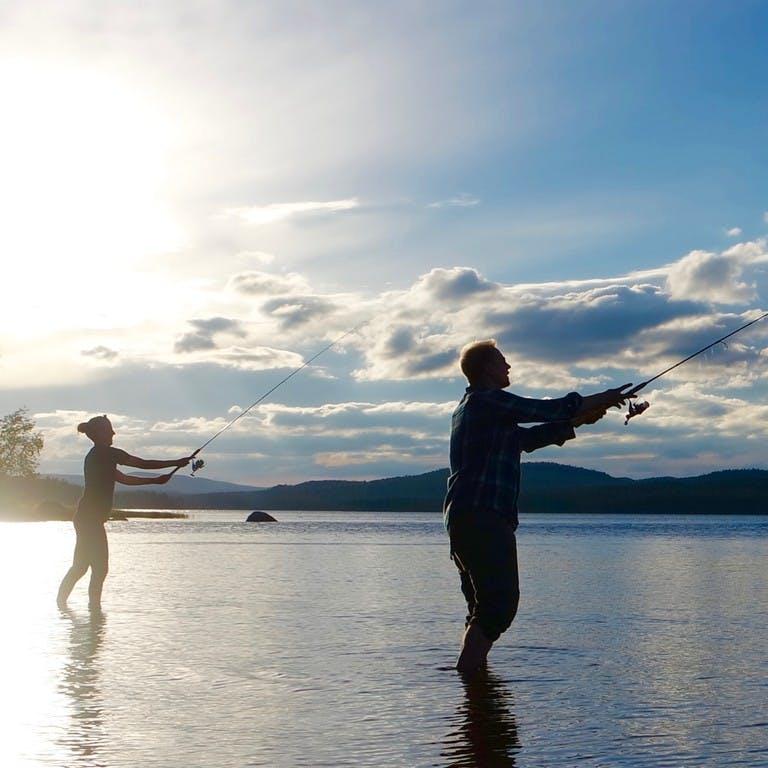 Attività di pesca nei fiumi e nei laghi della Lapponia