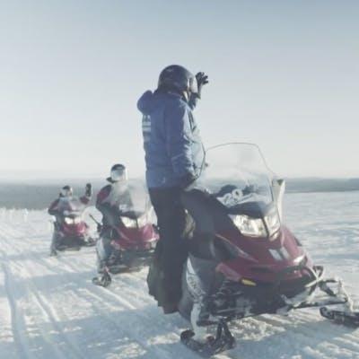 Come guidare una motoslitta in Lapponia