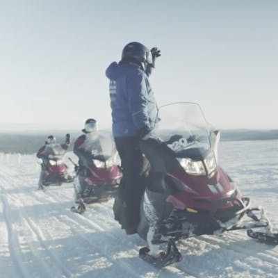 How to drive a snowmobile in Lapland