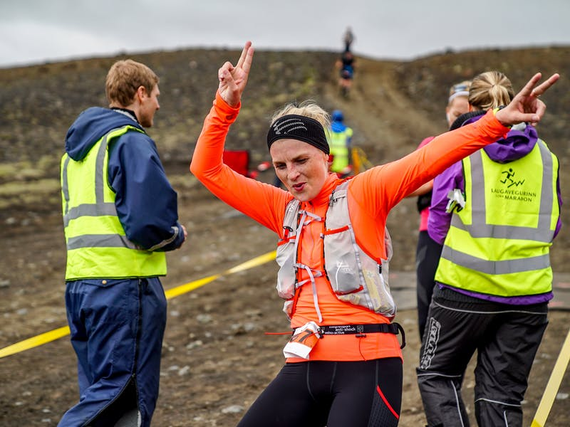A happy runner coming into a drinking- and refreshment station