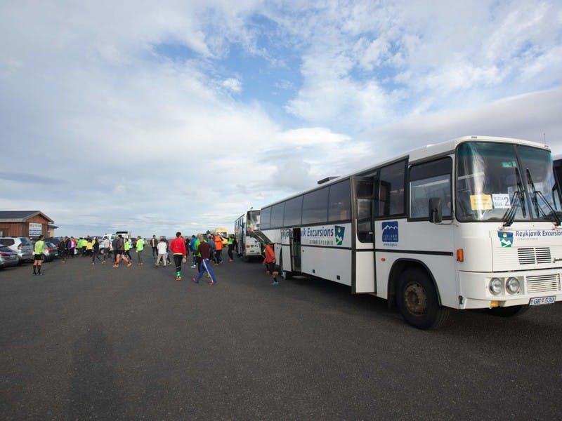 Reykjavik Excursions rútur að flytja Laugavegshlaupara
