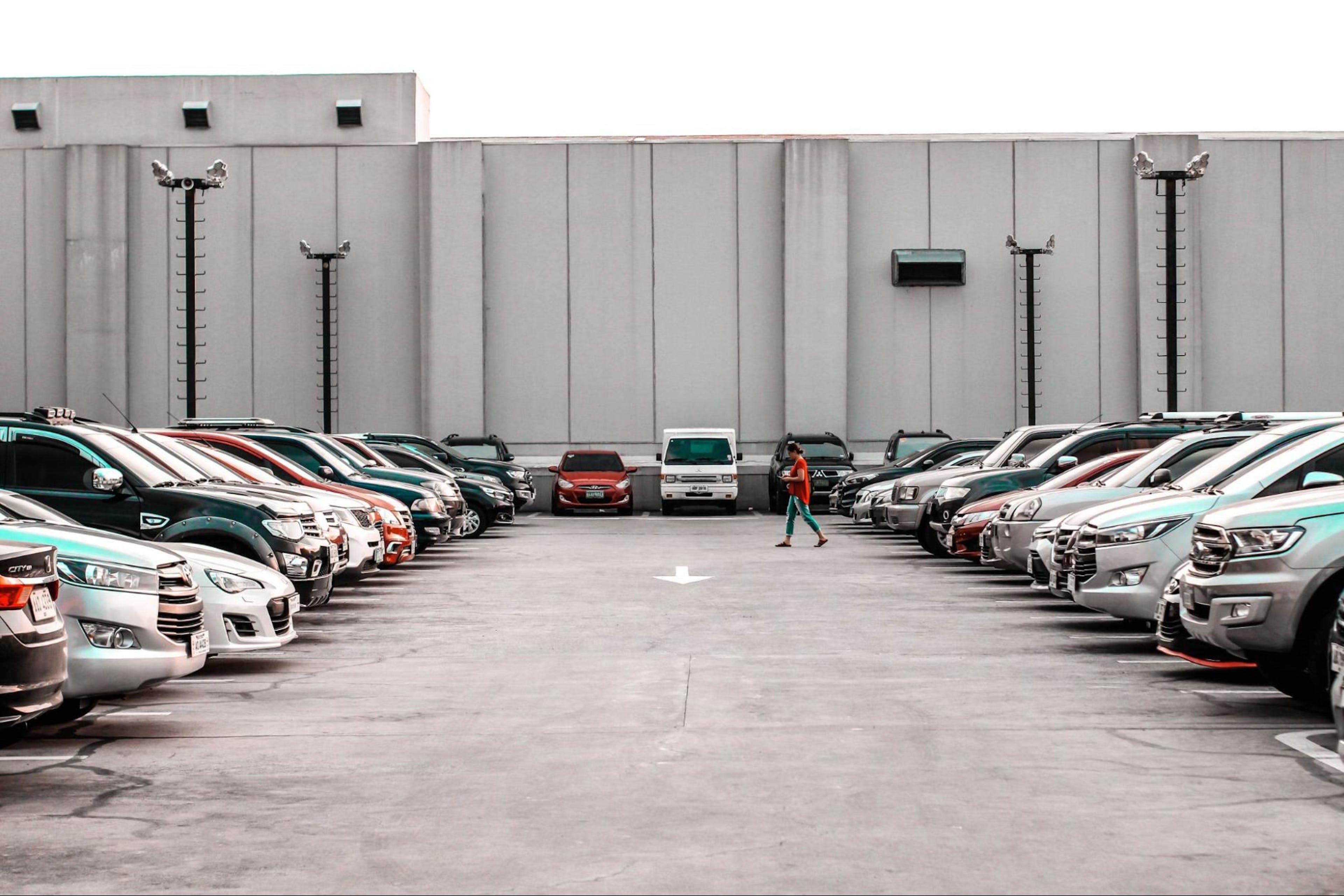 parking avec voitures