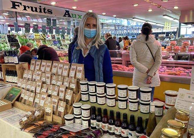 """Grâce à Ma Ville Mon Shopping, Florence Sabot, fondatrice et gérante de """"Soignons nos assiettes"""" a pu développer son activité et la maintenir en cette période de confinement"""