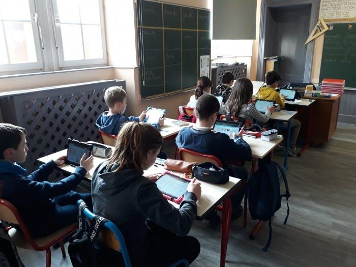 """En Bourgogne-Franche-Comté, 5 établissements scolaires ont adopté la """"classe numérique"""""""