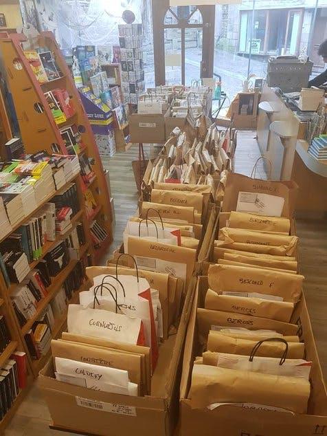 """La Poste propose la solution """"Proxi Courses Librairies"""" : pour les livraisons de livres au sein d'une même agglomération"""