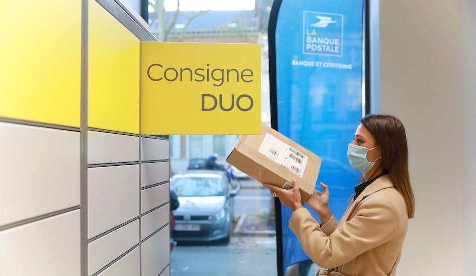La Poste déploie également des consignes DUO dans plus de 50 bureaux de poste en zones urbaines, dont 25 en Ile-de-France