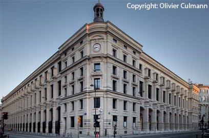 La nouvelle Poste du Louvre s'impose désormais comme un élément architectural et urbain fort, au cœur de Paris