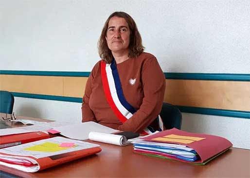Sonia Lepoittevin concilie le métier de factrice et de maire d'une commune de 649 habitants du Nord Cotentin