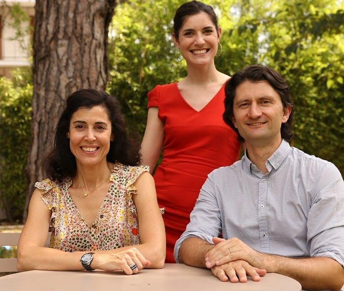 Alexandra de la Fontaine (à gauche) et Élodie Loisel (au centre) sont les co-fondatrices de Ludocare. Thierry Basset (à droite) est le garant médical de la solution, de la sécurité et de la gestion des données.