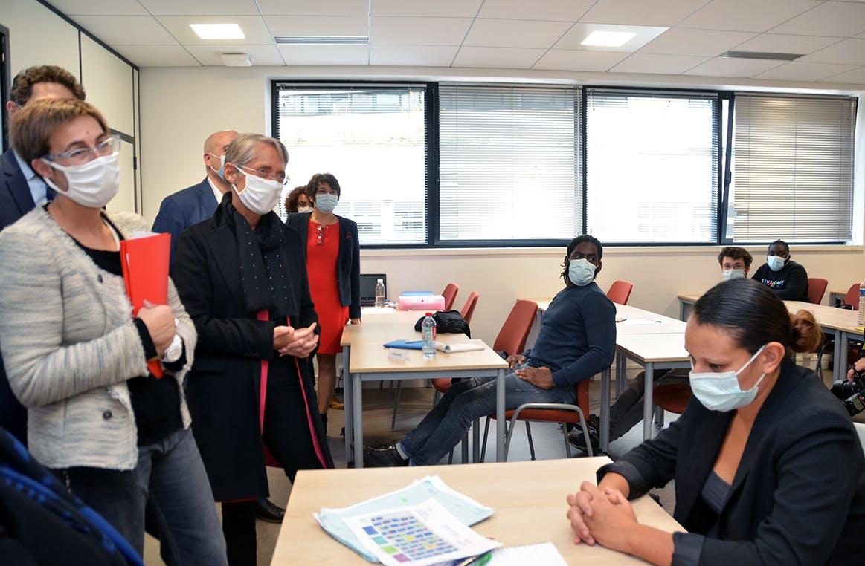 Au cours de la visite de la ministre du Travail, les bénéficiaires de la formation ont pu témoigner de leurs expériences.