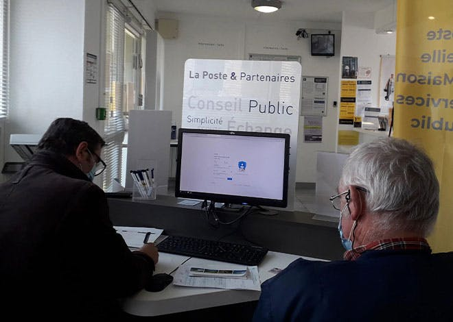 Au cours de ces journées portes ouvertes, Nathalie Cafier, chargée de clientèle au bureau de poste de Lisieux, est intervenue dans les 2 MSAP du secteur, Saint-Martin-de-la-Lieue et Moyaux, pour promouvoir les services