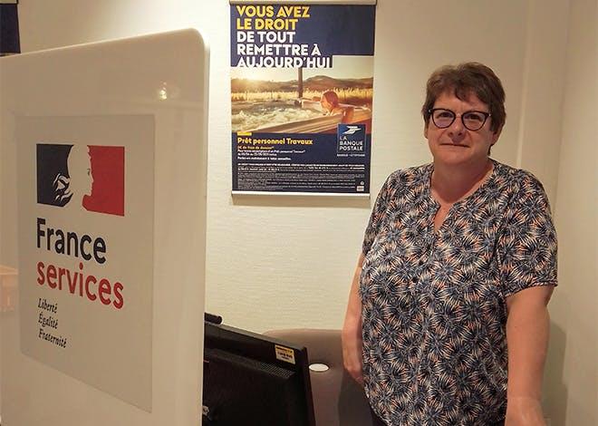 Rosanne Debrosse fait partie de la première vague de chargés de clientèle à valider le parcours qualifiant France Services mis en place par La Poste au niveau national.