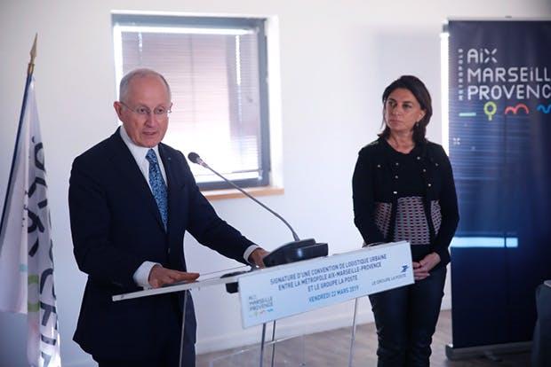 Photo de Philippe Wahl, président-directeur général du Groupe La Poste, et de Martine Vassal, présidente de la Métropole Aix-Marseille-Provence, lors de la conférence de presse organisée à Marseille
