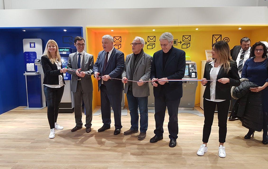 Les élus et les représentants de La Poste qui ont inauguré le bureau de Colmar.