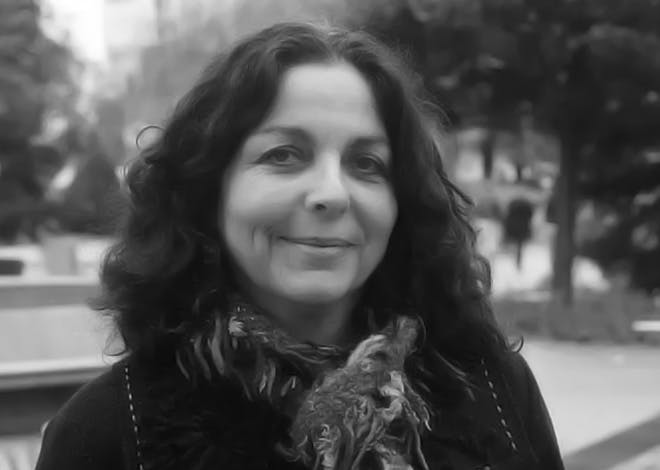 Marie-Luce Maupetit, artiste, scénariste et romancière participe aux réunions de KissKissBankBank