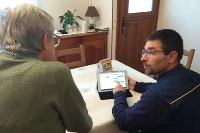 Ardoiz, the first tablet designed for seniors, is ergonomic and easy to use, without a keyboard or mouse, and is delivered by the postman to the users' home
