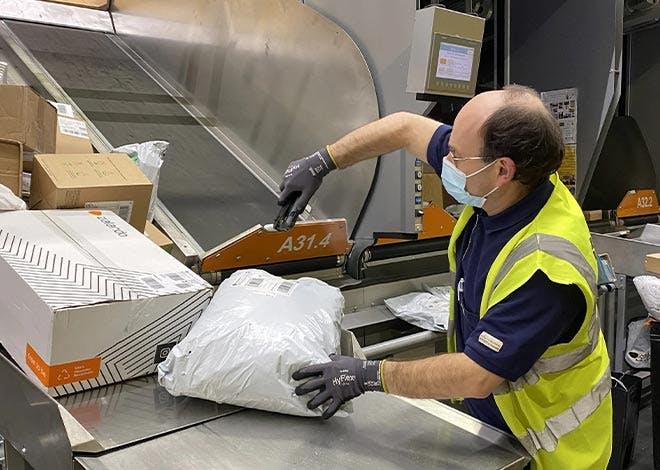9 000 emplois (CDD et intérims), dont 810 en Ile-de-France, renforcent actuellement la mobilisation des postiers