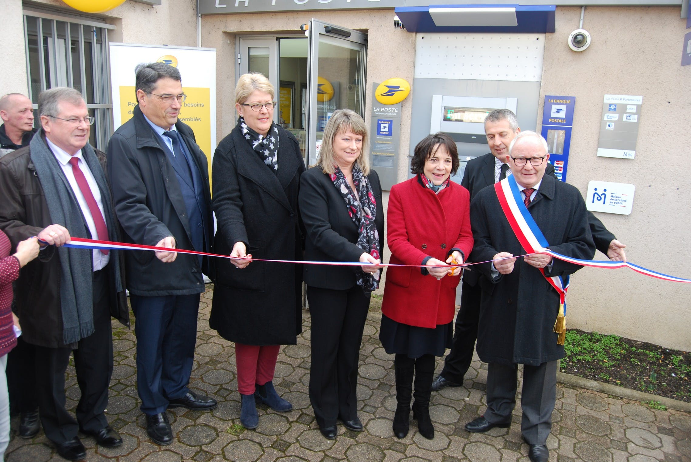 The Châteauneuf-sur-Cher public service centre was officially opened on 21 February 2018 by Catherine Ferrier, Prefect of Cher, and Patrick Vautier, Deputy Prefect of Vierzon in charge of the accessibility plan for public services in Cher.
