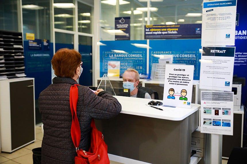 La Poste mobilise l'ensemble de ses ressources pour maintenir ouverts ses bureaux de poste.