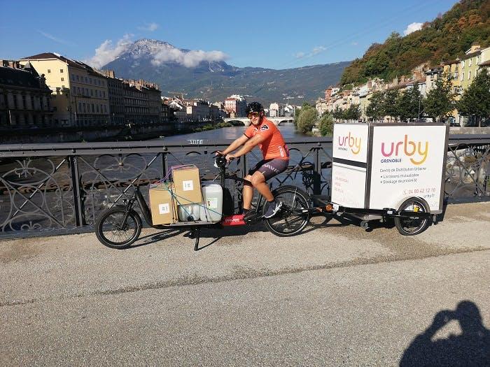 Le vélo cargo à assistance électrique de Urby : Une solution de livraison pouvant prendre en charge jusqu'à 150 kg de marchandises