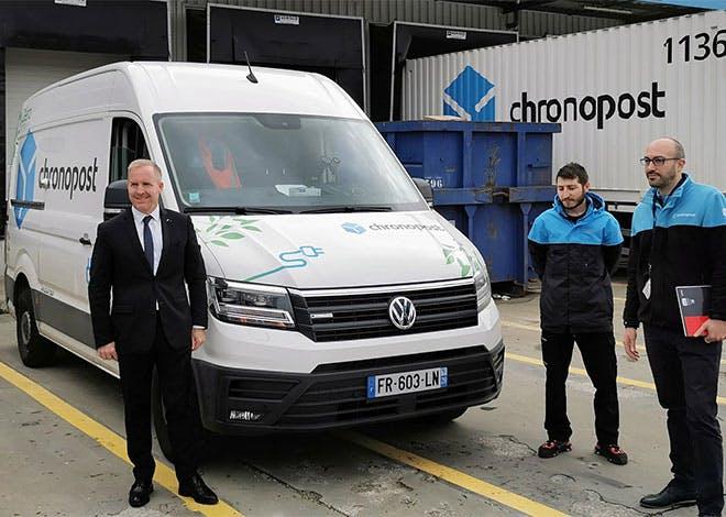 Les nouveaux camions Chronopost respectent l'engagement de La poste avec la distribution zéro carbone des colis sur les derniers kilomètres