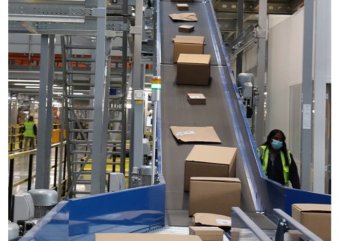 The new hub, with a surface area of approximately 23,000 m2, is Colissimo's largest sorting hub in terms of surface area and processing capacity