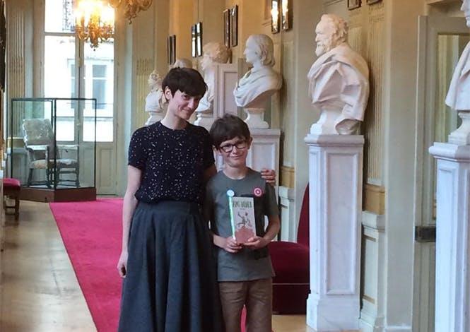 """Flore Vesco, auteure du livre """"226 bébés"""" et Raphaël, lauréat """"Les Petits champions de la lecture"""""""