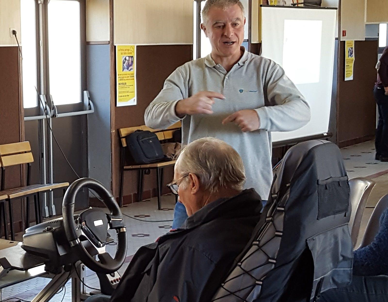 Des seniors dans le Cantal participent à des ateliers de prévention routière avec Bemobi