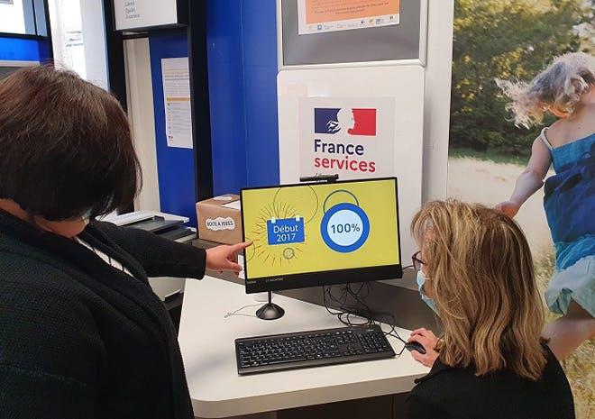 A La Poste de Chalamont, des chargés de clientèle ont été formés pour accompagner les clients et les aider à effectuer leurs démarches administratives