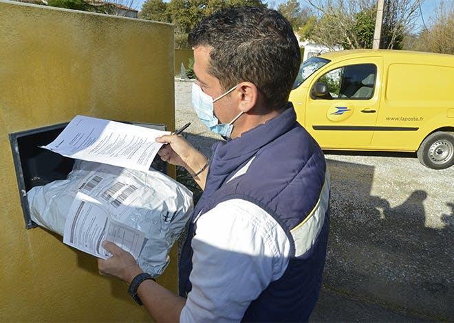 Les nouvelles mesures de confinement imposent au Groupe La Poste de s'adapter pour garantir une continuité de services à ses clients.