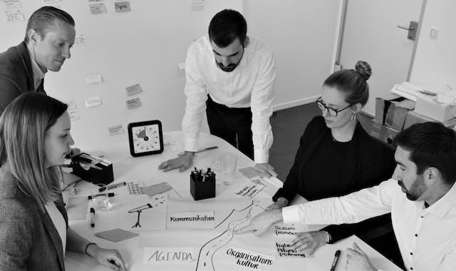 Workshopteilnehmer bei der Strategieentwicklung