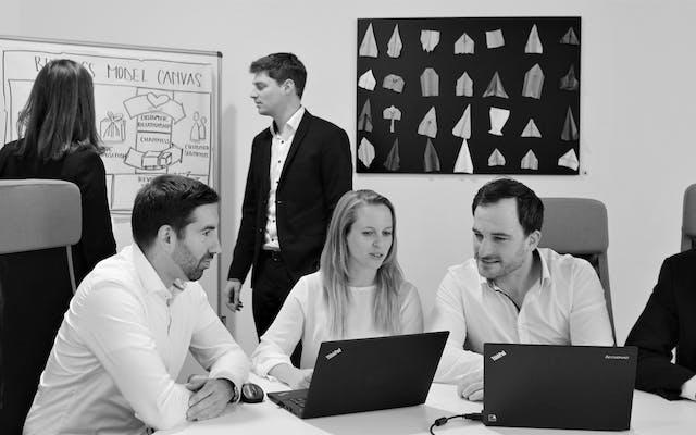 Leitwerk Berater arbeiten gemeinsam im Team